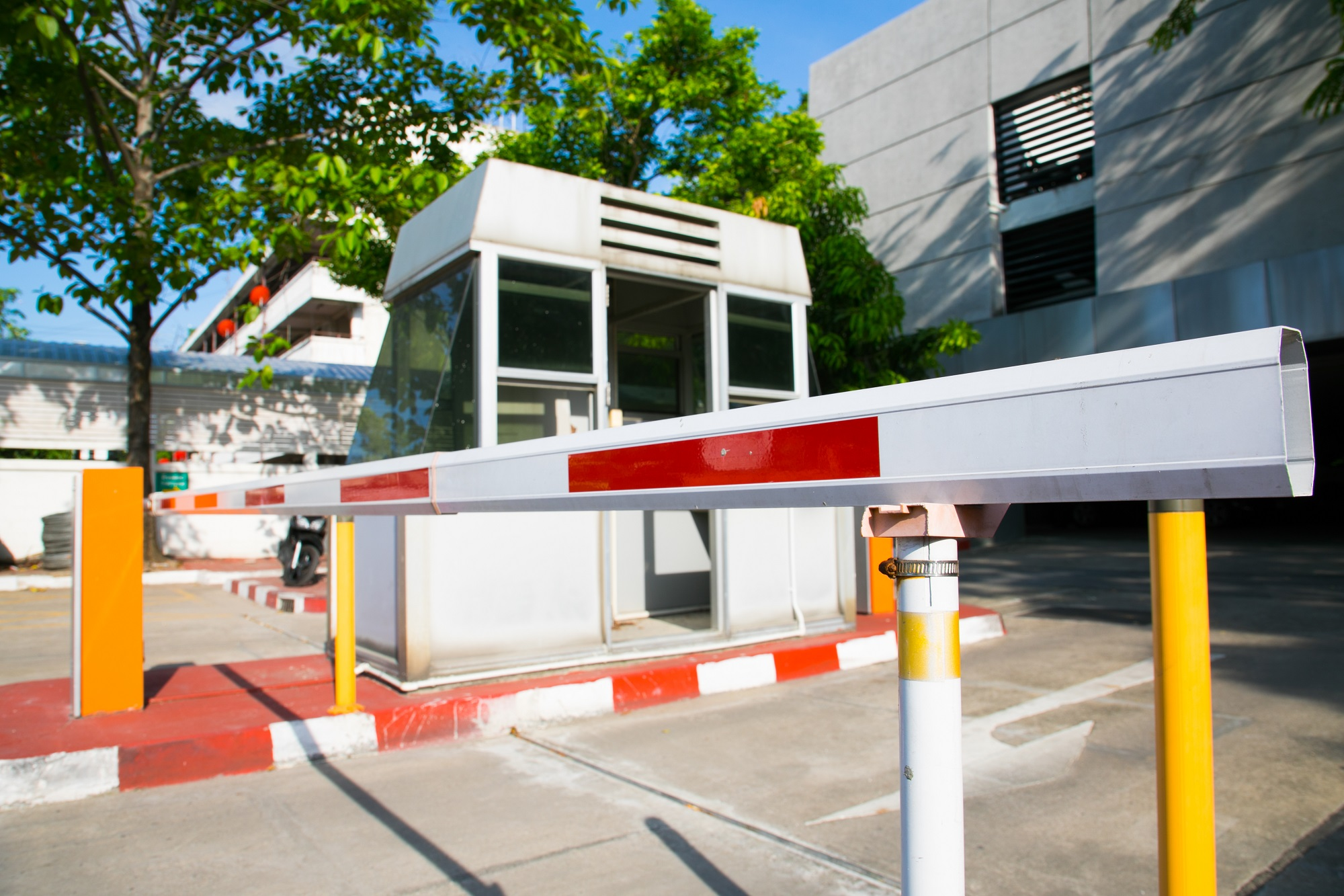 бариери и паркинг системи
